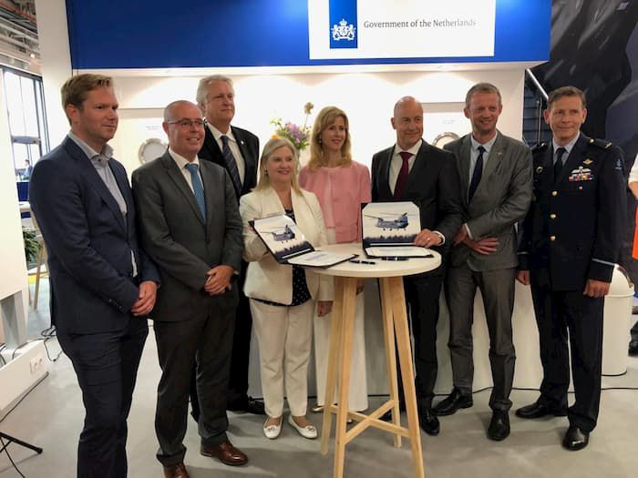 Boeing and SPECTO sign Chinook rotor blade repair license agreement at Paris Air Show